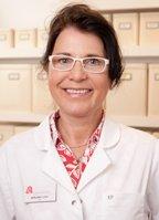 Ich bin seit mehr als 30 Jahren PTA und ich arbeite gerne in meinem Beruf. Seit 2002 gehöre ich zum Team der Marien-Apotheke.Hier stehe ich Ihnen mit kompetenter, individueller Beratung in allen Gesundheits- und Arzneimittelfragen zur Verfügung. Zu meinen Aufgabenbereichen gehören auch die Qualitätsprüfung und Dokumentation von Arzneimitteln, sowie das Herstellen von Rezepturen. Ich freue mich auf Ihren Besuch in der Marien-Apotheke.